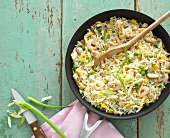 Pan-cooked rice, chicken, prawns and spring onions