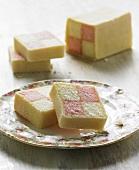 Battenberg cake (two-coloured sponge cake, UK)