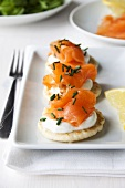 Blinis with crème fraîche, smoked salmon and chives