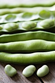 Broad beans, with and without pods