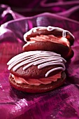 Raspberry whoopie pies with icing sugar