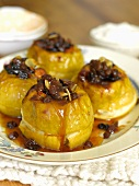 Baked apples with honey, cinnamon and raisins