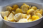 A bowl of sliced lemons