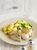 Grilled chicken breast with potatoes, peas and courgette
