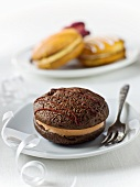Chocolae Whoopie Pies (cookies with cream filling, USA)