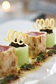 Sushi auf bayerische Art mit Thunfisch, Serviettenknödel und Gurke