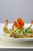 Prawns au gratin with a fennel and bean sprout salad