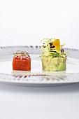Warm geräucherter Lachs mit Avocadosalat und Radieschen