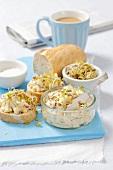 Brotaufstrich mit Ei, Radieschen & Sprossen