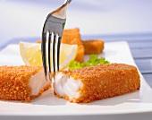 Fischstäbchen mit Zitrone