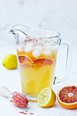 Zitronenlimonade mit Blutorange