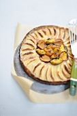 An autumnal fruit pie with bran
