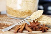 Brauner Zucker, Anissterne und Zimtstangen