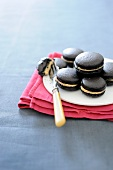 Macaroons with licorice cream