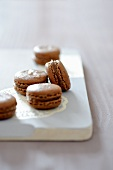 Chocolate macaroons with Tonka beans