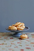 Nougat macaroons with peach-honey jam