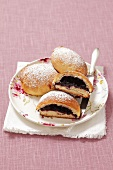 Jagodzianki (yeast bread with blueberry filling, Poland)