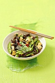 Sauteed tofu with sugar snap peas and mushrooms (Asia)