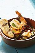 Shrimps mit Knoblauch, Chili & Baguettebrot