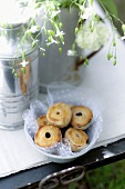 Mini apple and blackberry pies for a picnic