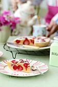 Pancake mit Erdbeeren zum Frühstück