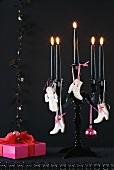 Kerzenleuchter mit verschiedenen Mürbteigplätzchen