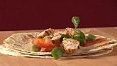 Fajita mit Hähnchenbrust und Salsa