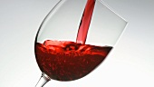 Rotwein einschenken