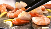 Frying scallops and prawns