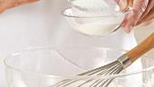 Salz und Zucker zum Teig in die Schüssel geben und verrühren