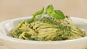A plate of spaghetti with pesto alla genovese (US-English Voice Over)