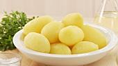 Gekochte und gepellte Kartoffeln