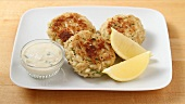 Crab cakes being made (US-English Voice Over)