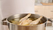 Making chicken stock (German Voice Over)