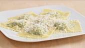 Spinach and ricotta filled ravioli being made (German Voice Over)