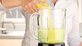 A kiwi and banana smoothie being made (German Voice Over)
