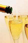 Champagner eingiessen