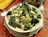 Blattsalat mit Geflügel, Mandarinen, chinesischen Nudeln