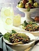 Gemischter Gemüsesalat mit Wildreis & schwarzen Oliven