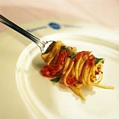Linguine al pomodoro (Linguine with tomato sauce, Italy)