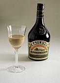 Baileys Irish Cream in Glas & Flasche