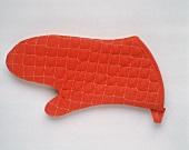 Ein roter Grillhandschuh
