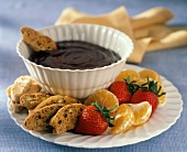 Fonduta di cioccolato (Chocolate fondue with biscotti and fruit)