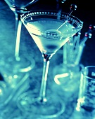 Martini mit Olive im Aperitifglas