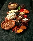 Stillleben mit verschiedenen Zutaten für die peruanische Küche