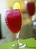 Pink Margarita mit Limettenscheibe