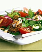 Vegetable salad with felafel and almonds
