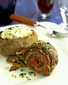 Rinderroulade mit Tomaten-Kräuter-Füllung und Baked Potato