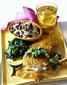 Knuspriges Seebarschfilet mit Salsa Verde und Bohnenreis