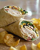 Wraps with turkey breast, sweetcorn & vegetables; crisps